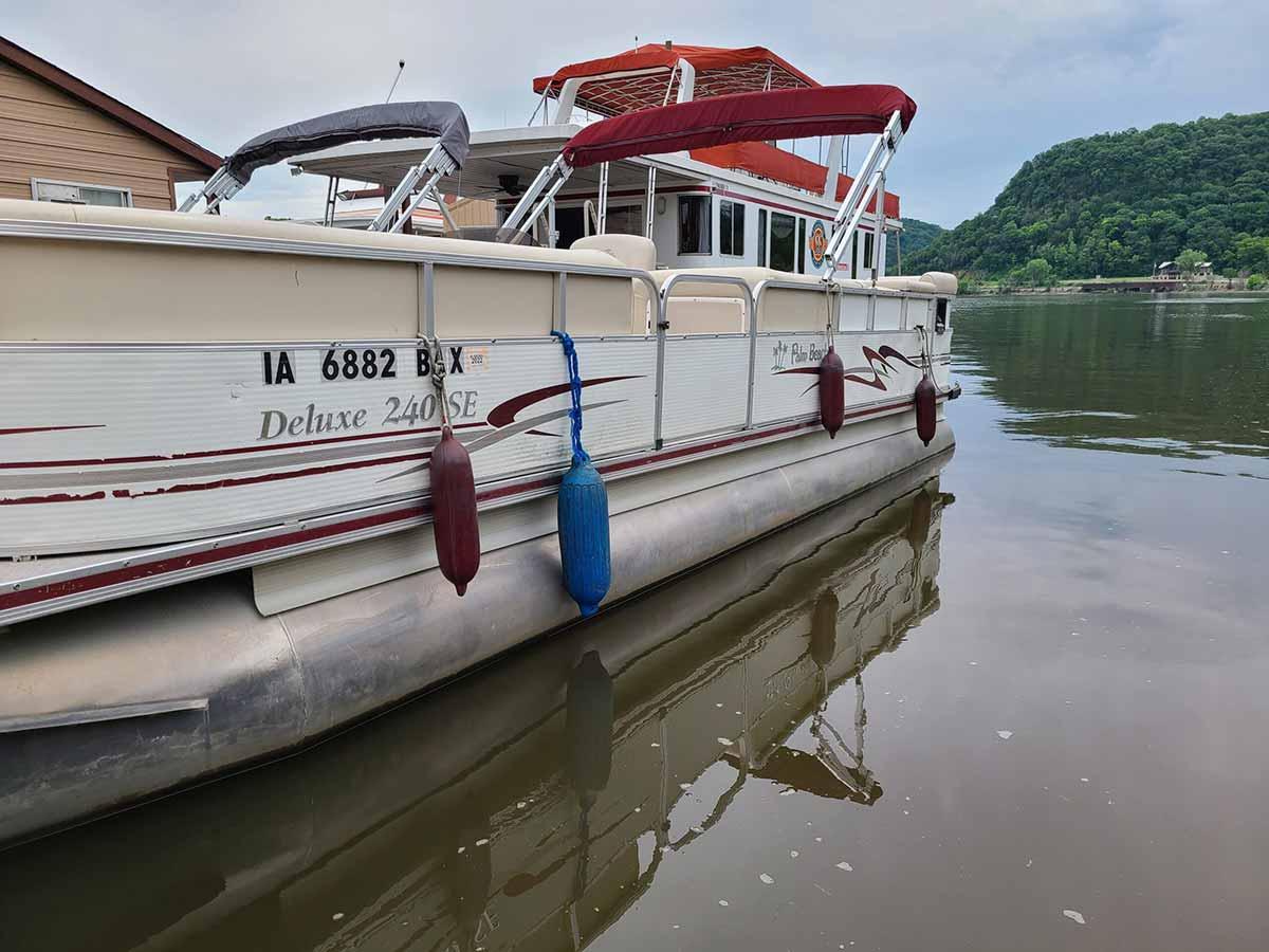 24-ft-10-passenger-pontoon-1