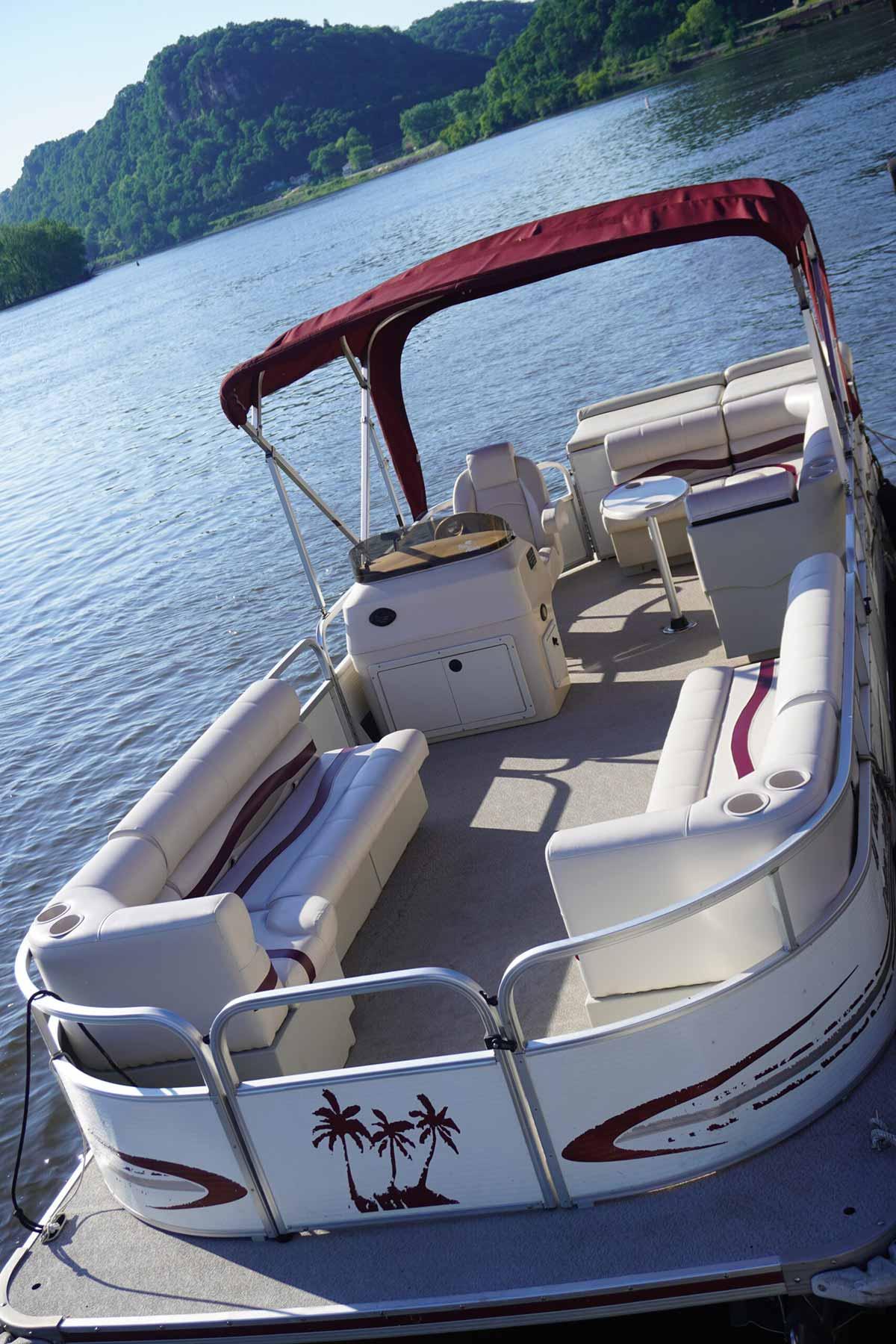 24-ft-10-passenger-pontoon-2