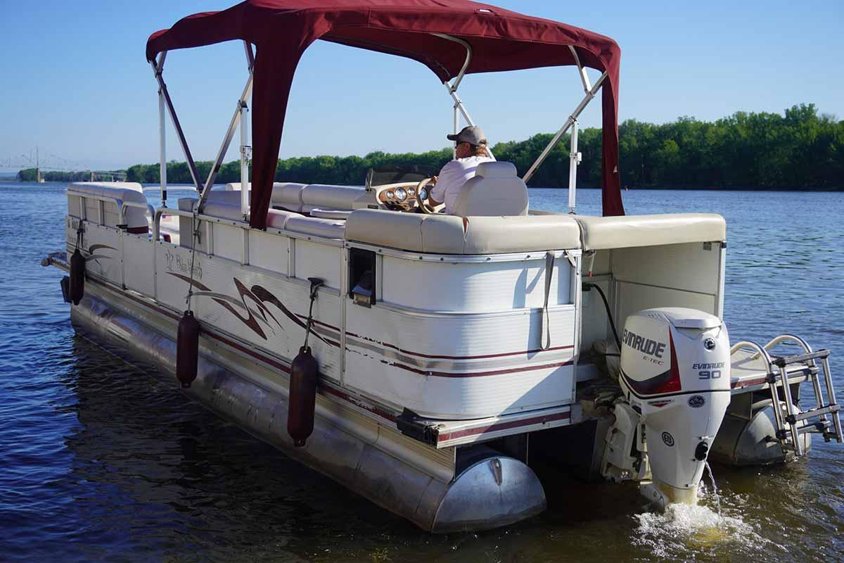24-ft-10-passenger-pontoon-4