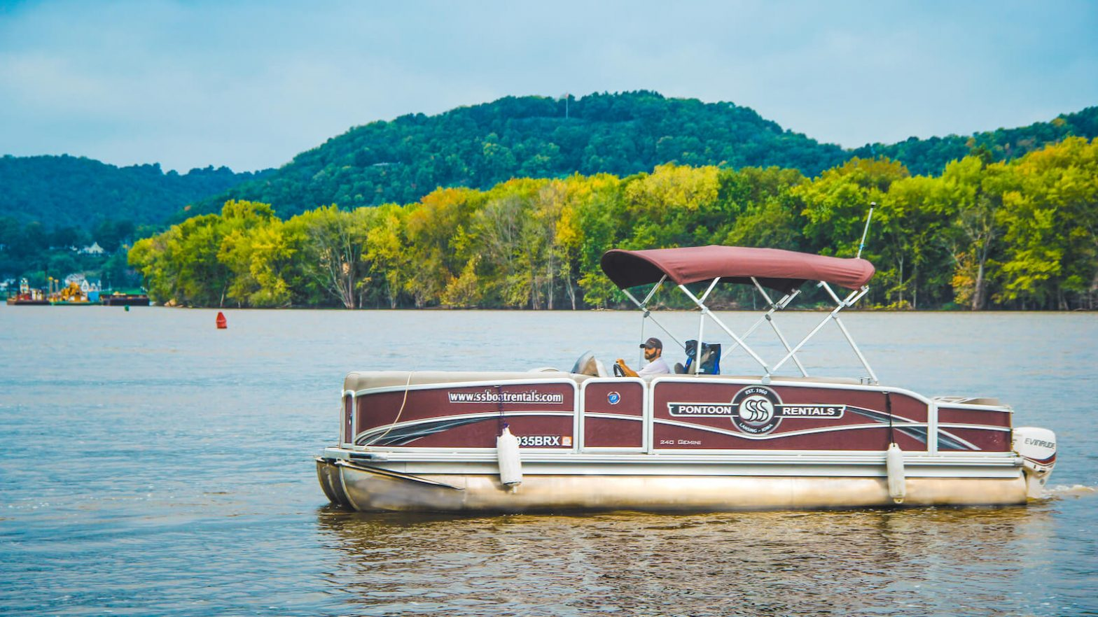 S&S Boats Pontoon Rental in the Mississippi River