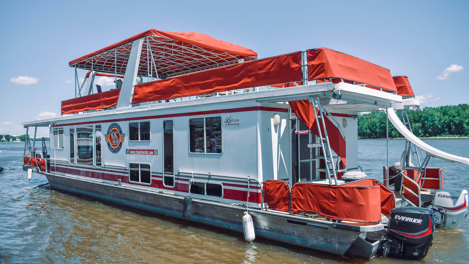 S&S Rentals Riverview 62' houseboat in the Mississippi River near Lansing, Iowa