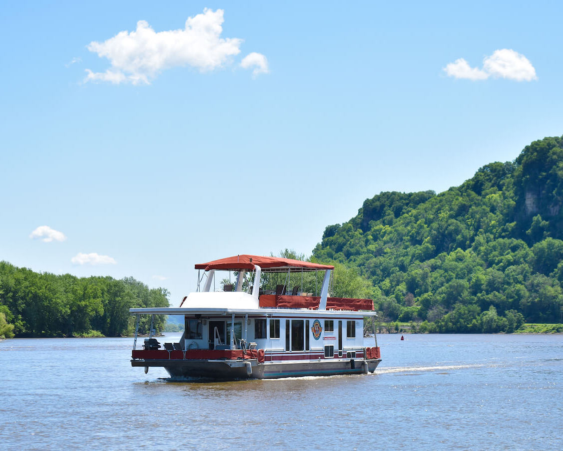 S&S Rentals Riverview 62' Houseboat in the Mississippi River