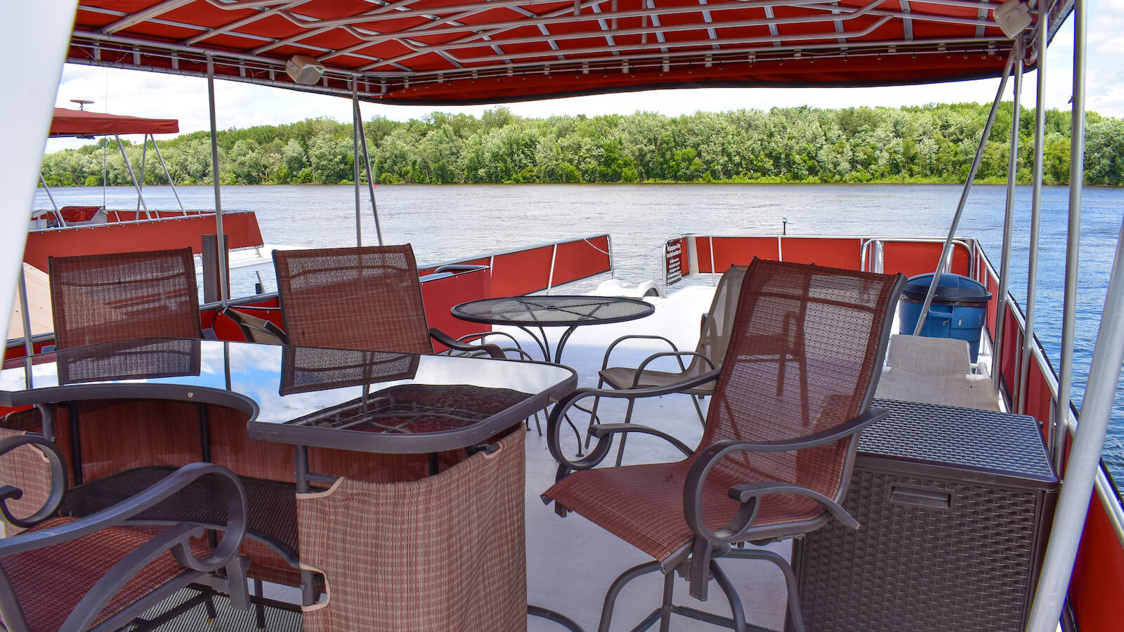 Deck of the S&S Rentals Riverview 58' Houseboat