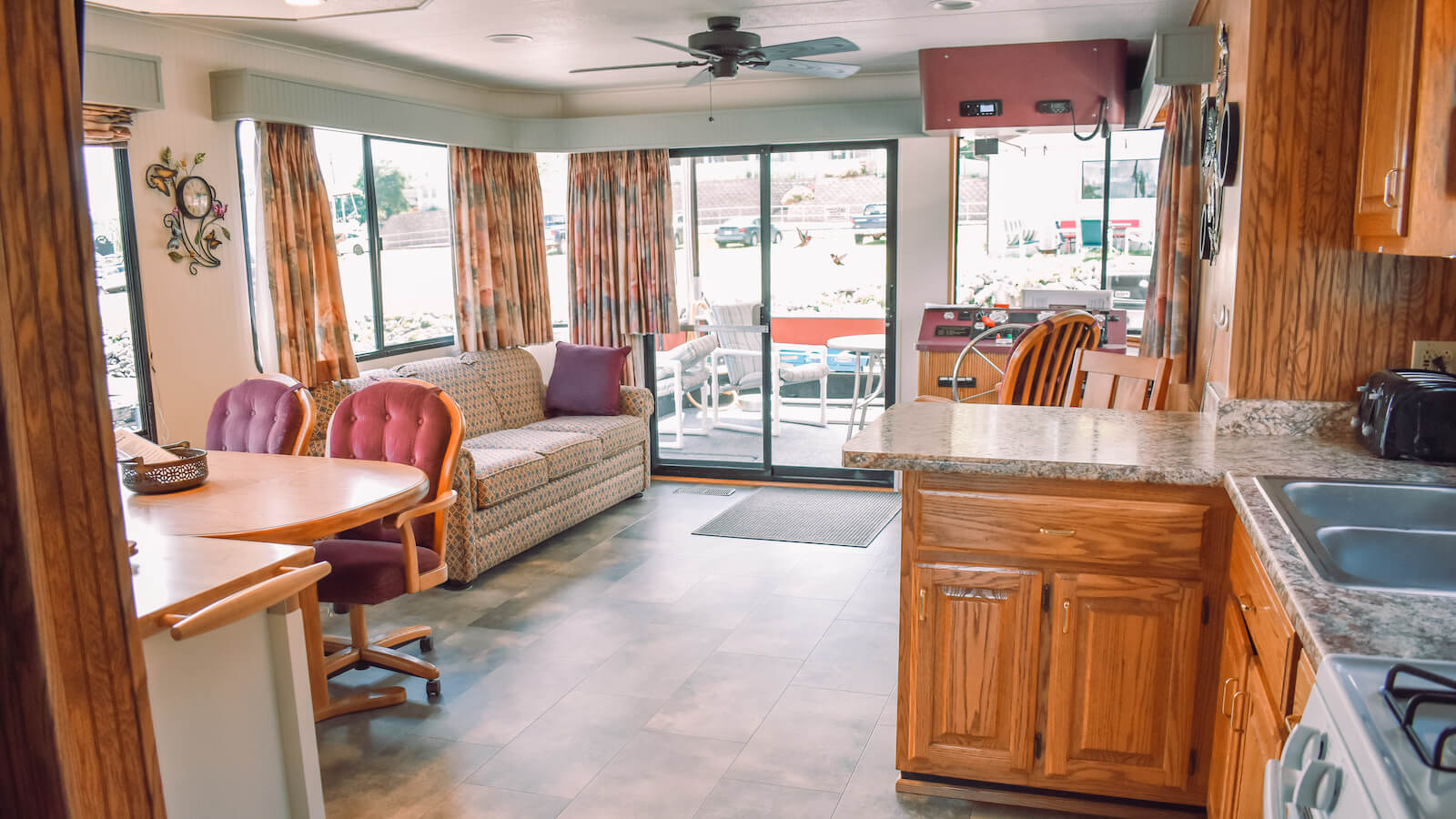 Living room and kitchen in the S&S Rentals Riverview 58' Houseboat