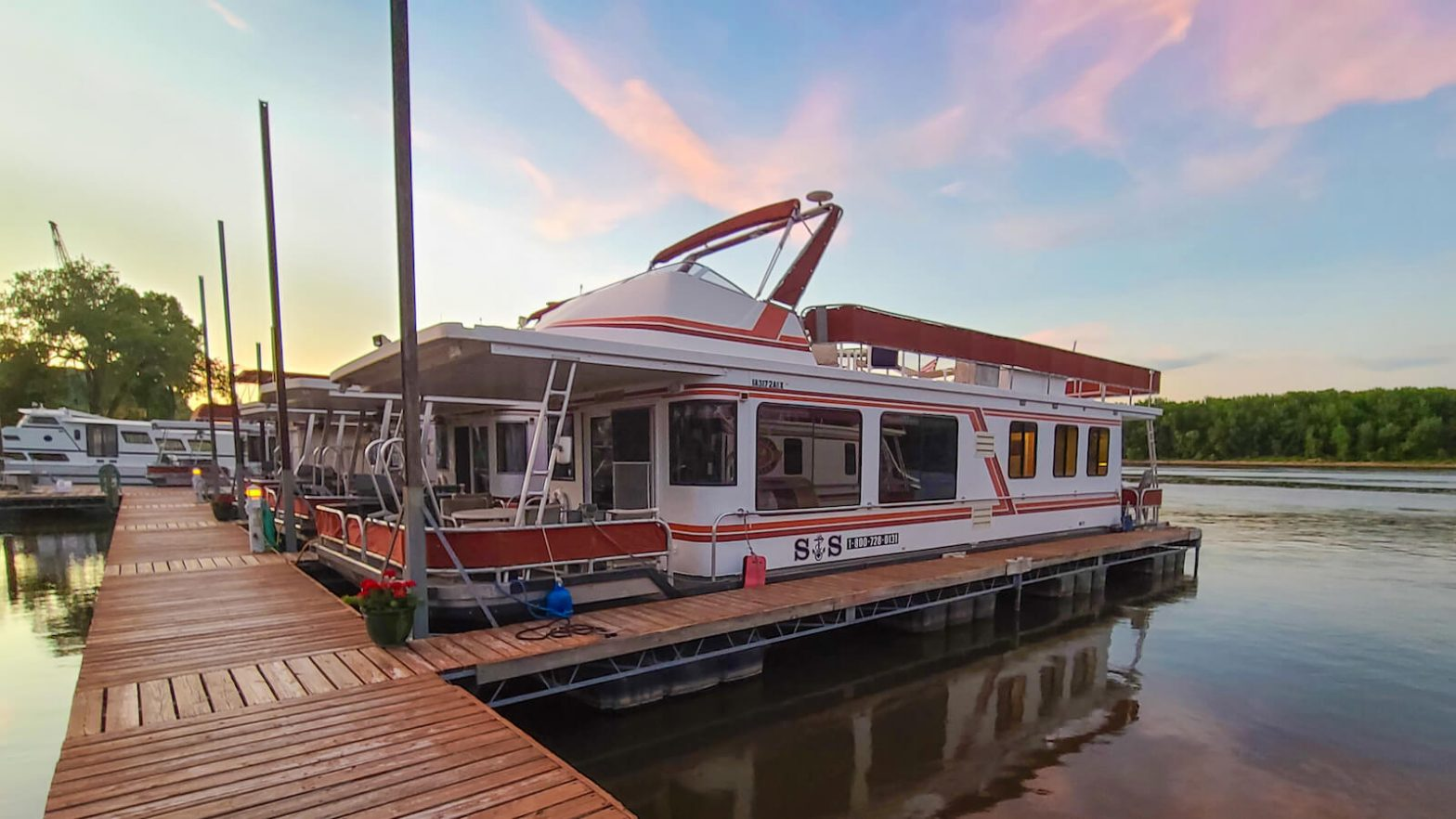 S&S Rentals Sunstar Houseboat docked at sunset
